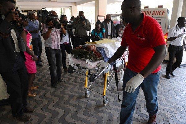 Takmer 150 ľudí zabili a 79 zranili ozbrojenci aš-Šabábu na univerzite v Garisse.
