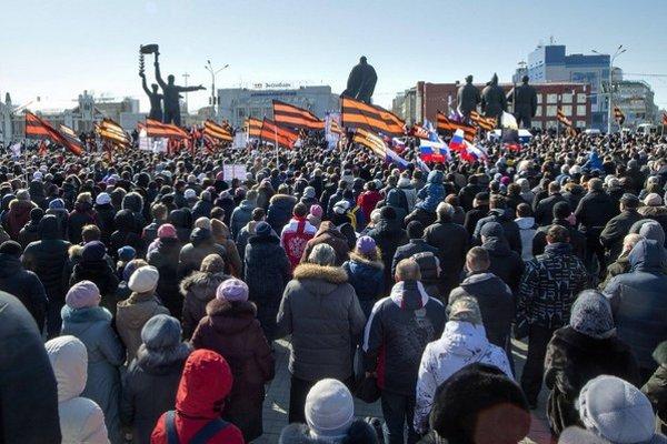 Proti nemravnej opere protestovali v Novosibirsku tisíce ľudí.
