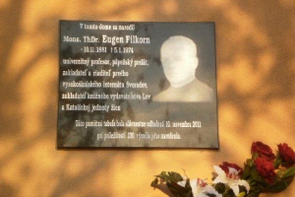 Pamätnú tabuľu nedávno odhalili na rodnom dome Filkorna.
