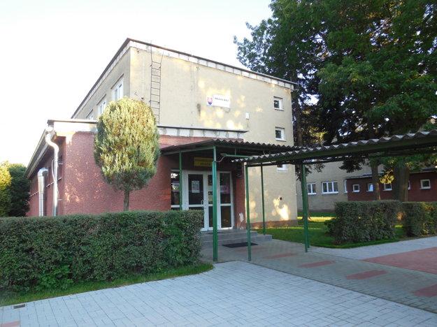Jeden zo siedmich pavilónov základnej školy v Ľuboticiach, ktoré zrekonštruujú