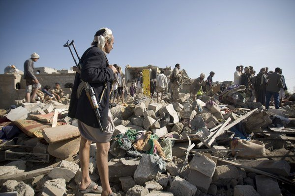 Šiitsky bojovník v blízkosti letiska v hlavnom meste Saná.