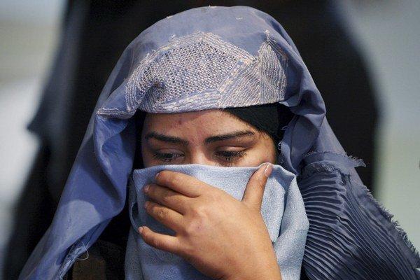 Afganská žena počas zhromaždenia v centre Kábulu pri príležitosti Medzinárodného dňa žien.