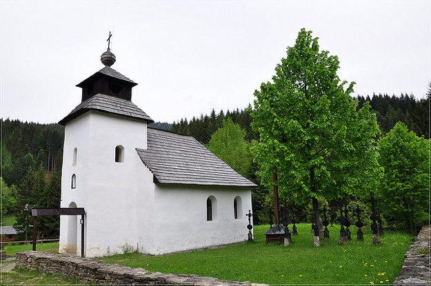 Kaplnka v skanzene vo Vychylovke pochádza zo Zborova nad Bystricou.