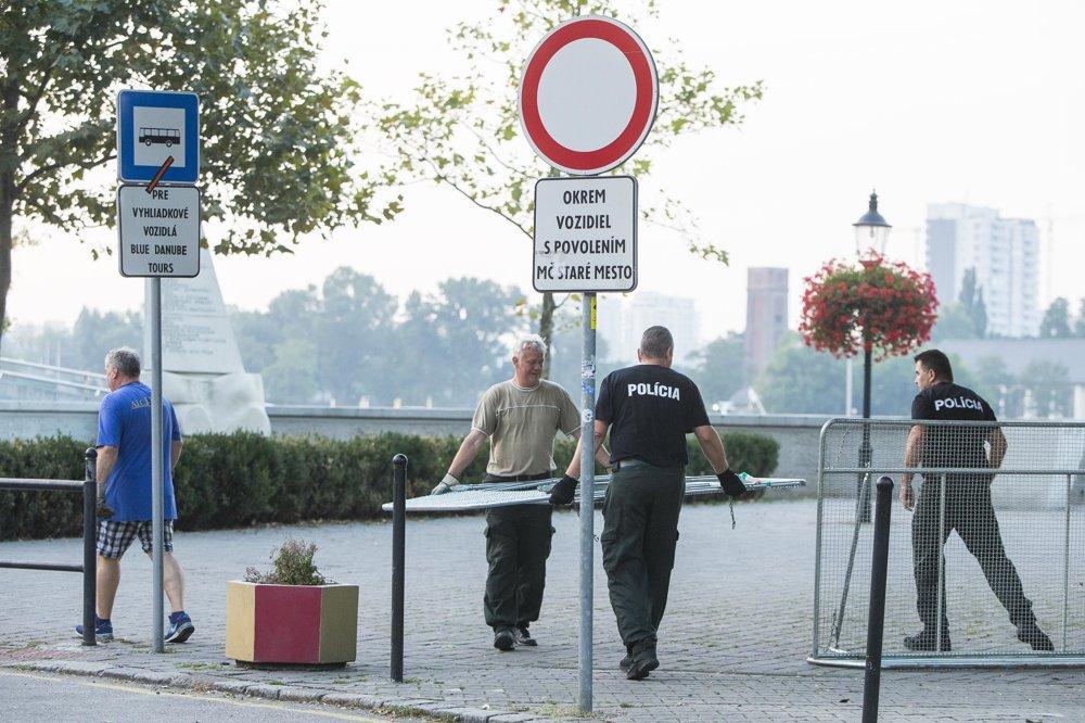 Polícia v uliciach Bratislavy počas summitu EÚ.