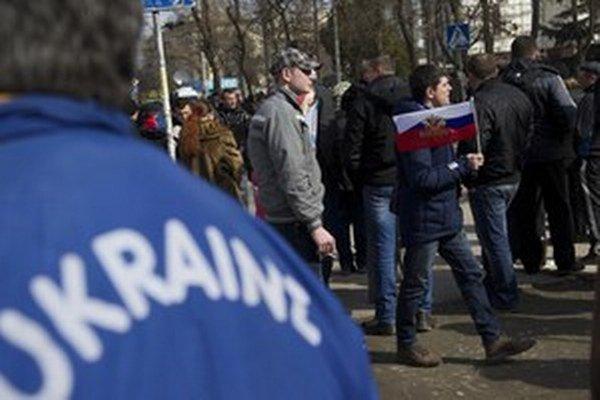 Pred krymským parlamentom v Simferopole.