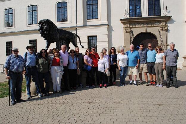 Príbuzní rodiny Grosmanovcov sa zišli v Humennom.