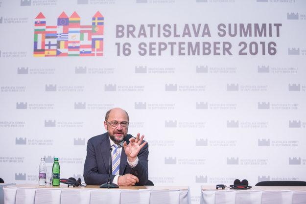 Predseda Európskeho parlamentu Martin Schultz počas tlačovej konferencie.