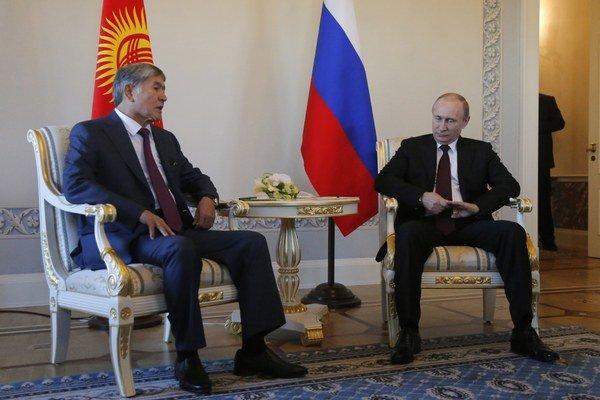 Vladimir Putin a kirgizský prezident Almazbek Atambajev.
