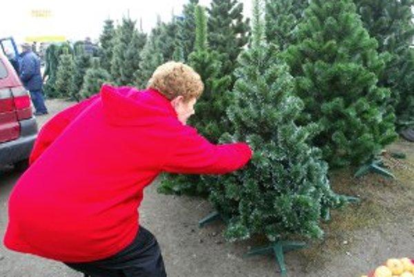Ľudia uprednostňujú umelé stromčeky pred živými.