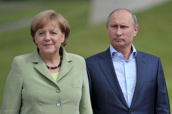 Merkelová s Putinom položia veniec kvetov k Hrobu neznámeho vojaka.