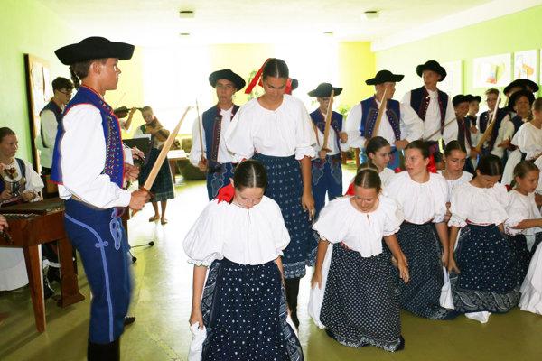 Folklórny súbor Malý Vtáčnik.