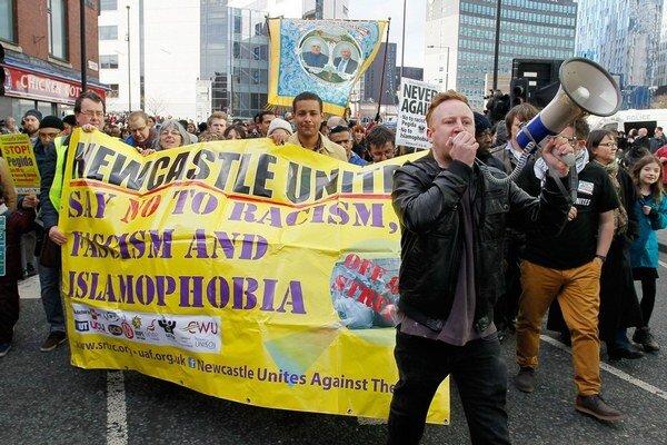Odporcov hnutia Pegida bolo v Newcastli pätnásobne viac.