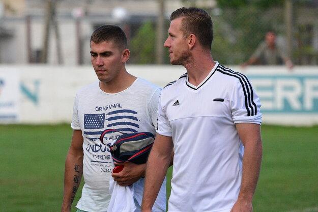 V Nedede pred týždňom urobili zmenu na lavičke. Doterajší tréner Jozef Kováč (vľavo) sa stal asistentom Tomáša Bartoša.
