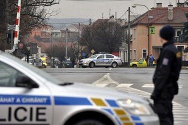 Polícia počas zásahu uzatvorila ulice v meste.