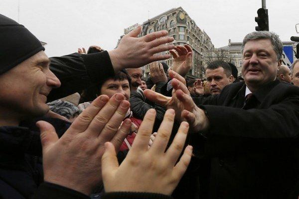 Ukrajinský prezident Petro Porošenko (vpravo).