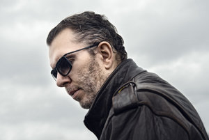 Richard Müller v týchto dňoch vydáva album a vydáva sa na koncertné turné.