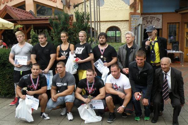 Účastníci súťaže po slávnostnom vyhlásení výsledkov
