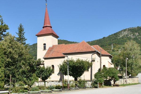 Katolícky kostol vJablonove nad Turňou. Aj tento kostol ešte čaká na podrobný výskum.