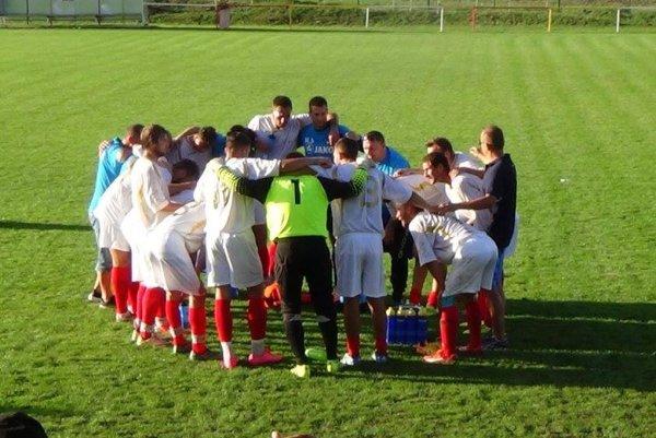 Futbalisti Bábu sa v nedeľu tešili z víťazstva nad Zbehami (3:0).