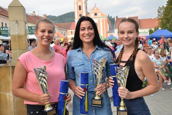 Basketbalistky ŽBK Rožňava, zľava Kristína Šimková, Monika Repaszká aZuzana Baštáková.