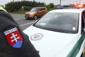 Policajnú hliadku Andrej najskôr ignoroval. Ilustračná fotografia.