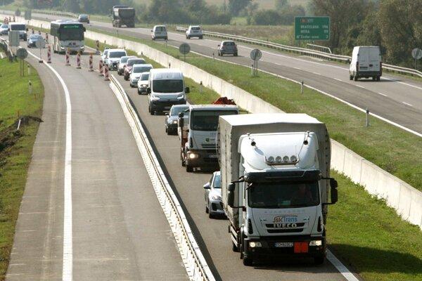 Úsekom treba jazdiť opatrne, hlavne v čase dopravnej špičky sa tu tvoria kolóny.