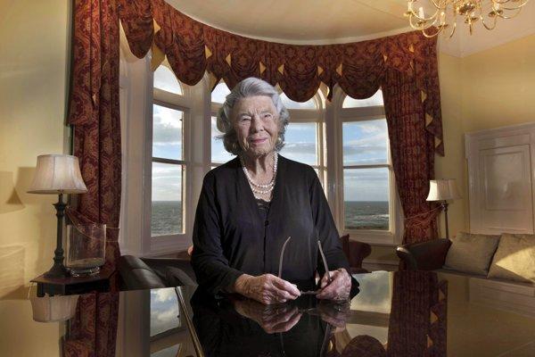 Rosamunde Pilcherová. Písanie kníh jej zachránilo manželstvo z rozumu.