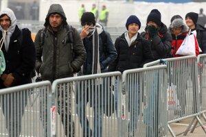 EÚ pomôže utečencom v Turecku prostredníctvom platobných kariet