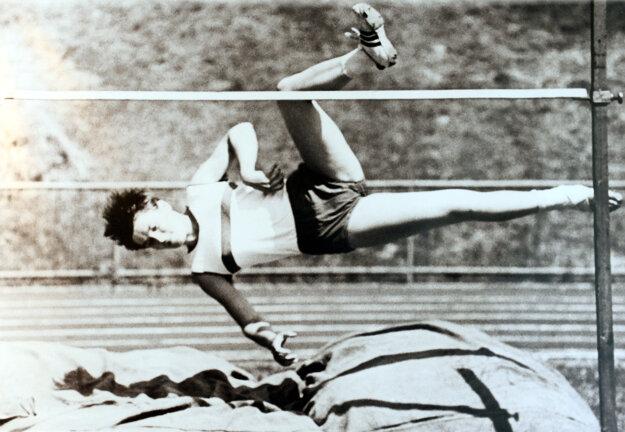 Mária Mračnová reprezentovala Československo v skoku do výšky.