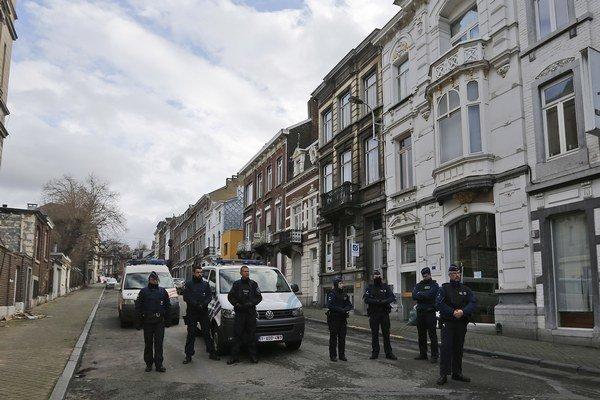 Belgickí policajti v meste Verviers, ktoré bolo cieľom teroristického útoku.