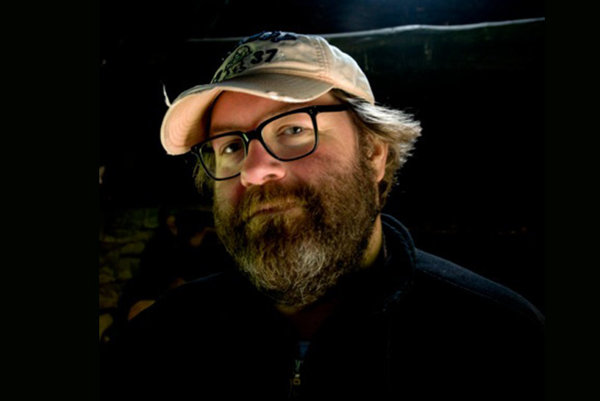 Filmár Bruce Burgess je fanúšikom konšpiračných teórií a pseudohistorických faktov.