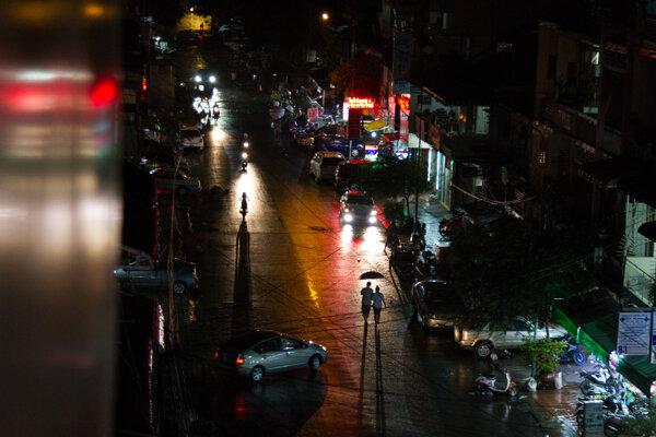 Večerný Phnompenh.