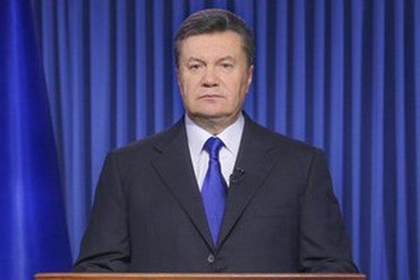 Janukovyč počas príhovoru v televízii. To bolo vlani vo februári.