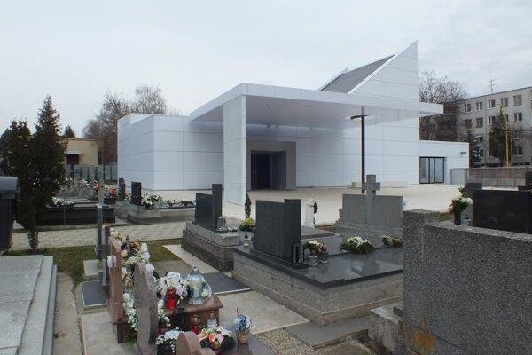 Dom smútku. Ivan Hrdlík (SaS) odporúčal, aby mesto chladiaci box predsa len zakúpilo.