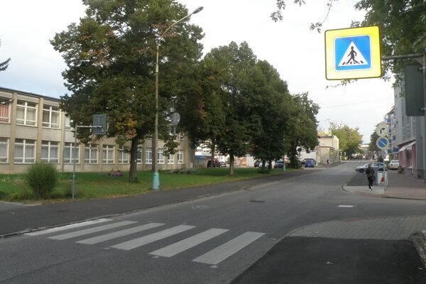 Priechod so špeciálnymi svetelnými bodmi je už na Rastislavovej ulici v Prievidzi.