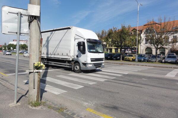 Priechod na ulici Československej armády.