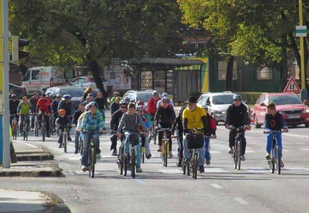 Stovky ľudí vpelotóne. Pomaratónsku jazdu na bicykloch nahradí predmaratónska akcia.