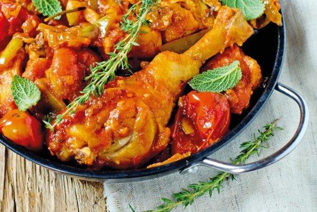 Kura na paradajkách