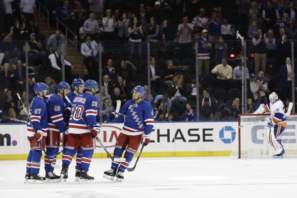 V prestížnom zápase klubov z New Yorku uspeli hráči Rangers.