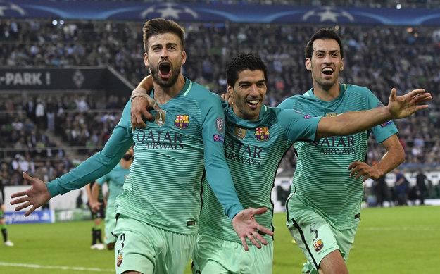 Barcelona zvládla duel v Nemecku aj bez Lionela Messiho. Rozhodujúci gól strelil Gerard Piqué (vľavo).