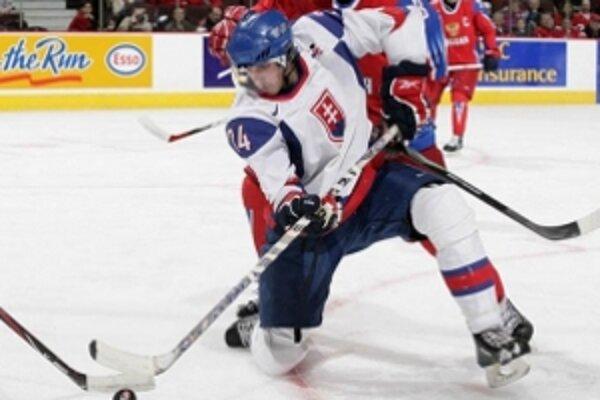 Stabilný člen slovenskej juniorskej reprezentácie bude hájiť farby tímu AHL Worcester Sharks.