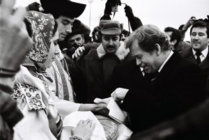 Havel na návšteve Slovenska počas nežnej revolúcie 1989.