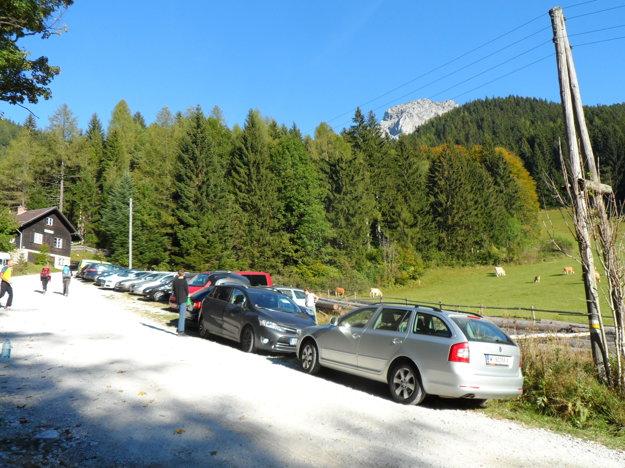 Parkovisko nad obcou Prein an der Rax. Za obcou treba zabočiť doprava a ísť až  po rampu  na koniec cesty. Parkuje sa zadarmo, treba prísť čo najskôr. Miesta sa rýchlo míňajú.