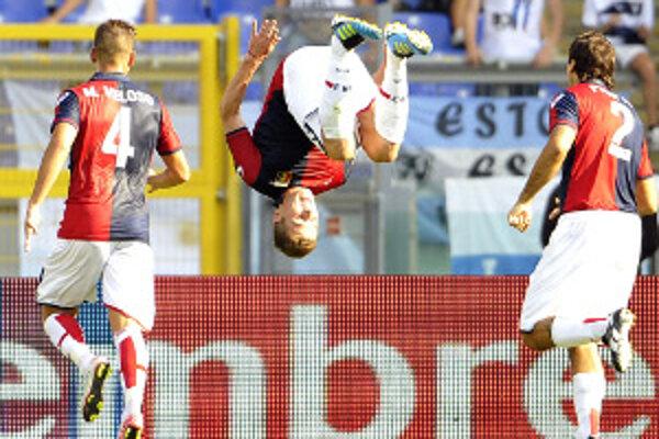 Kucka svoj premiérový gól v drese Janova oslávil tradičným spôsobom saltom vpred a venoval ho svojim najbližším.