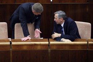 KDH Jána Figeľa (vpravo) je opäť pripravené v parlamente podporiť zmeny ústavy, ktoré navrhuje Smer.