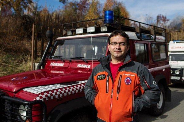 Riaditeľ záchrannej služby Jozef Janiga odporúča investovať do vybavenia.