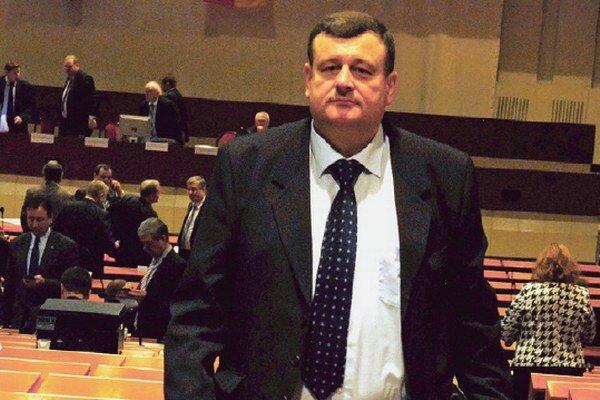 Štefan Duč si chyby nepripúšťa, viackrát spomínal, že sa bude súdiť. Európski vyšetrovatelia ho vinia, že vytuneloval5,3 milióna z dotácie.