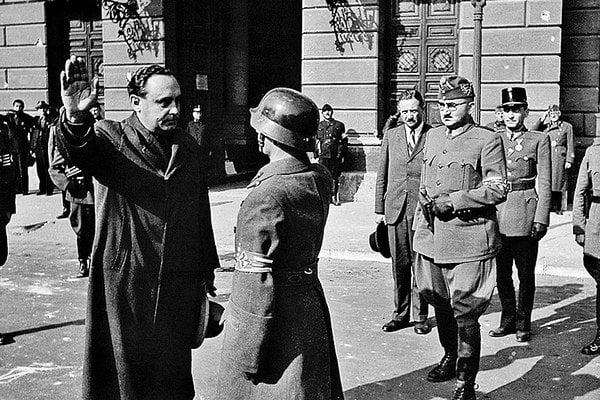 Košický rodák Ferenc Szálasi (vľavo), vodca strany Šípových krížov.