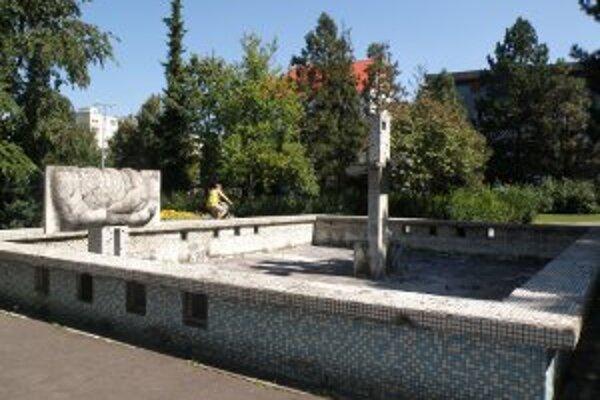 Fontána v parku síce zostane, ale vo vynovenej podobe.