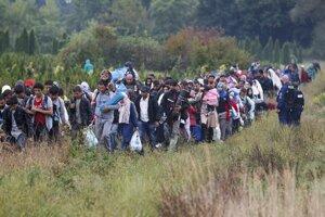 Premiér Fico je presvedčený, že sa v prípade migrantov zahrávame s ohňom, keďže o týchto ľuďoch nič nevieme.